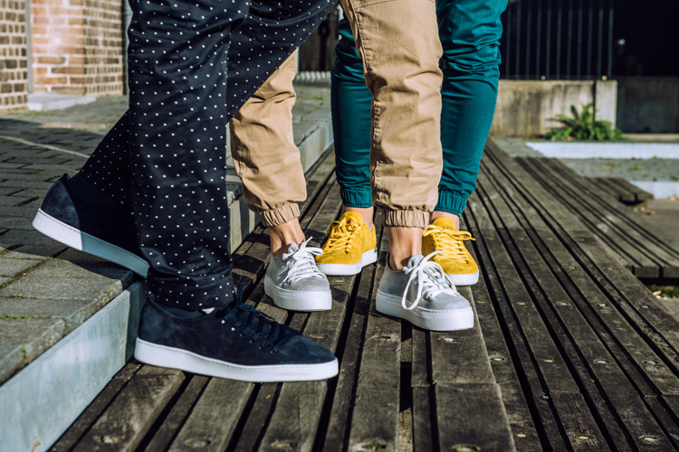 H32_sneakers
