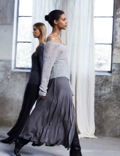 Simple-the-Brand-Fall-Winter-20-Brave-grey-skirt_Vince-sweater-grey_600x600@2x